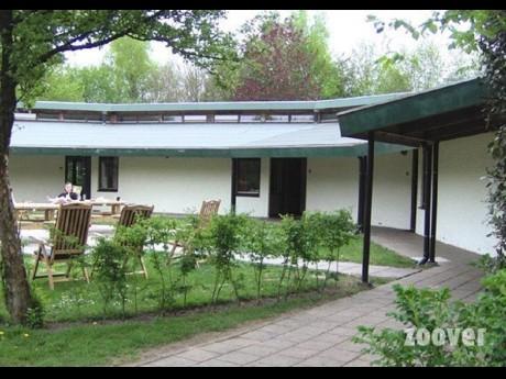 4 persoons bungalow 67 vakantiepark het timmerholt - Halve cirkelbank ...