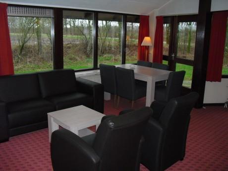 4 persoons bungalow 45 vakantiepark het timmerholt - Halve cirkelbank ...