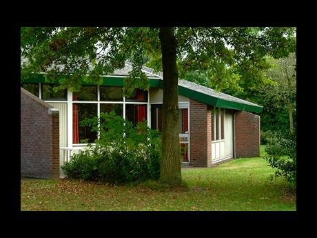 Vakantiepark het timmerholt 4 persoons bungalow 37 - Halve cirkelbank ...