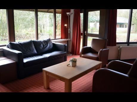 4 tot 6 persoons bungalow 55 vakantiepark het timmerholt - Halve cirkelbank ...