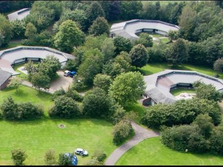 Vakantiepark het timmerholt 4 tot 6 persoons bungalow 53 - Halve cirkelbank ...